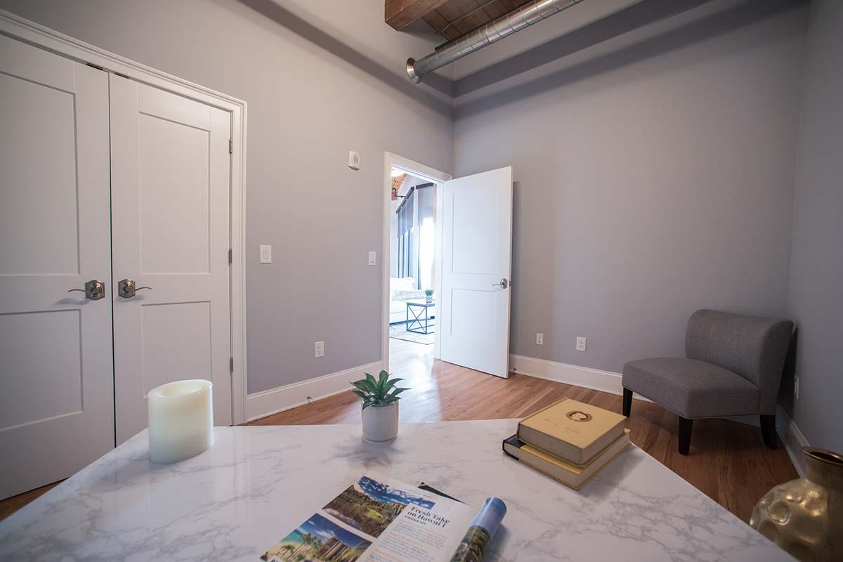 Apartment 501 Den